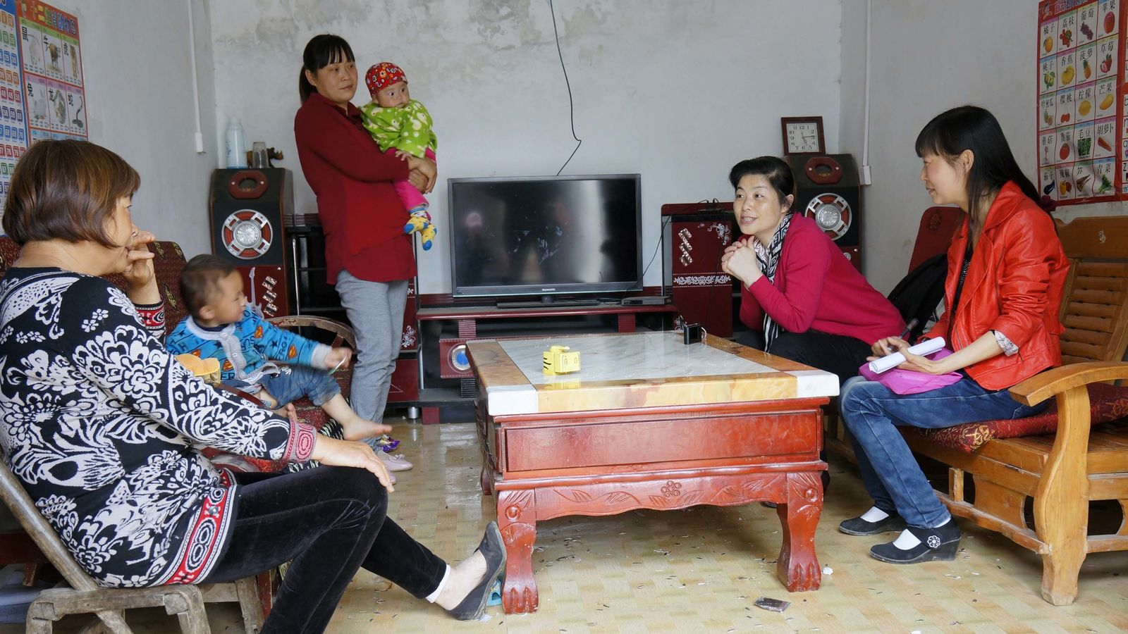 5 - Zhoudan trains Family Mentor to do home visits